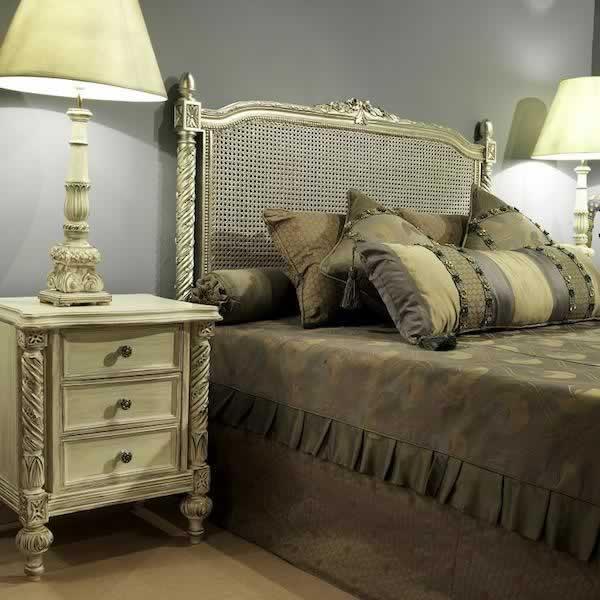 Pin cofres de madera tallados en altorrelieve para quienes - Dormitorios de lujo ...